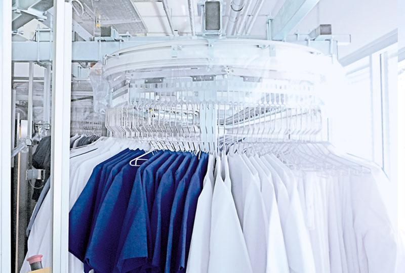 Der moderne Kleider-Ausgabe-Automat der Wäscherei Bohnet
