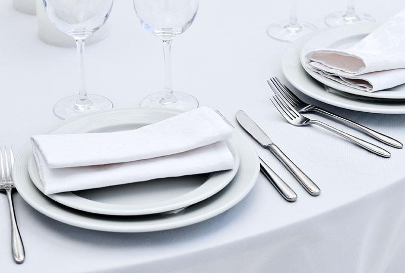 Die Wäscherei Bohnet bietet komplette Sets für Tischwäsche