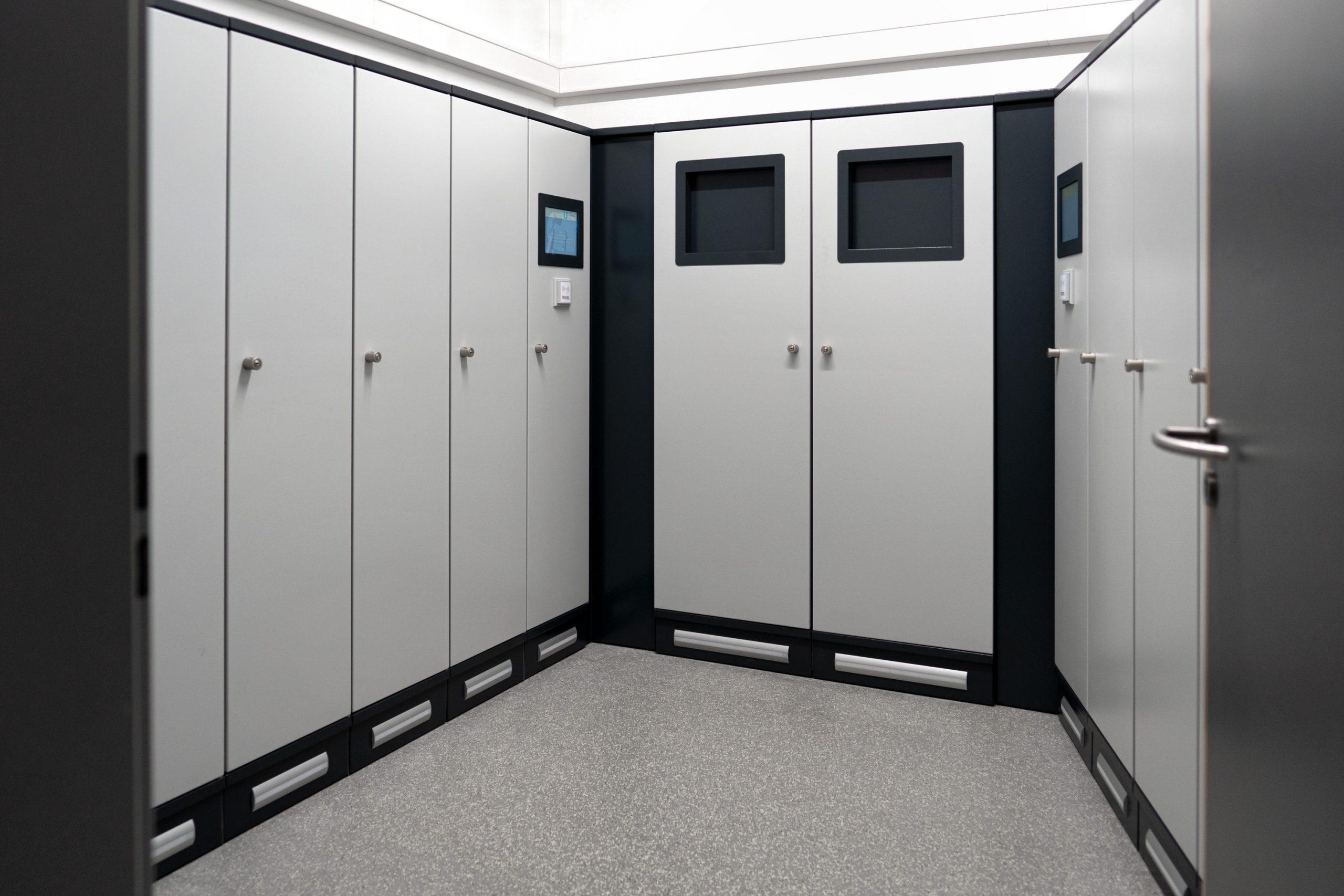 Schranksystem, welches in einem kleinen Raum installiert wurde
